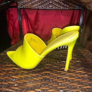 💥📌Sunshine Yellow Patent Leather Heels size 10
